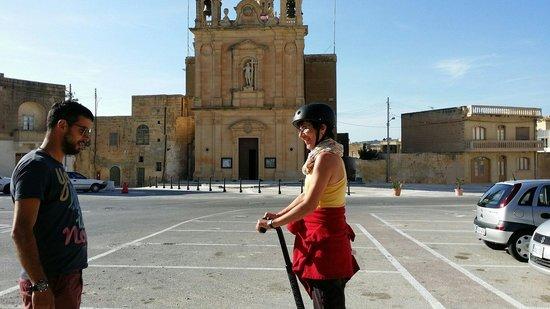 Gozo Segway Tours: Erst mal auf dem Parkplatz üben...