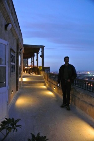 The Xara Palace Relais & Chateaux : Up on the public area by restaurant at night
