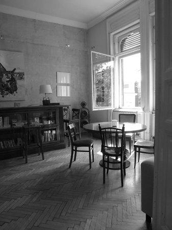 Brody House: Bar