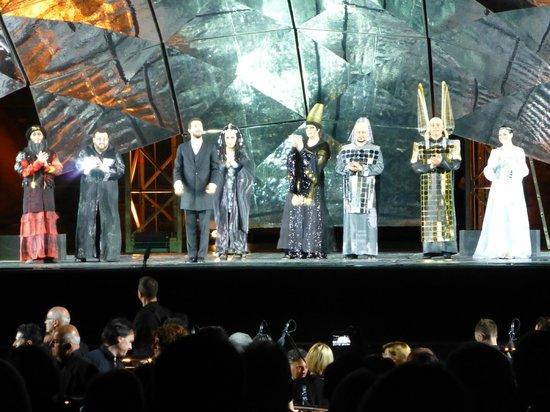 Arena di Verona: Это уже финальный поклон с дирижером
