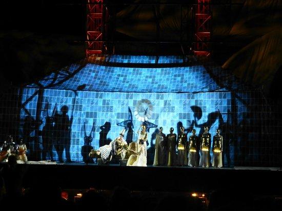 Arena di Verona: Главные арии были в гуще событий и декораций