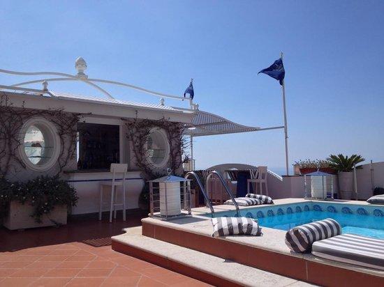 Hotel Villa Franca: Pool area and bar