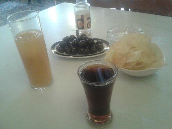 Taberna Real: Vermú y zumo con sus tapas