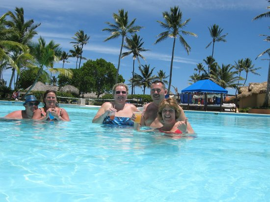 Punta Cana Princess All Suites Resort & Spa: Pool time with friends and family