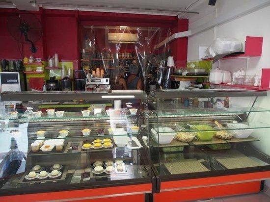 La Pause Café : Delicate desserts and fresh salads