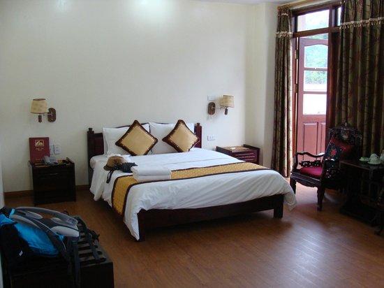 Sao Mai Hotel: bonne literie dans chambre spacieuse