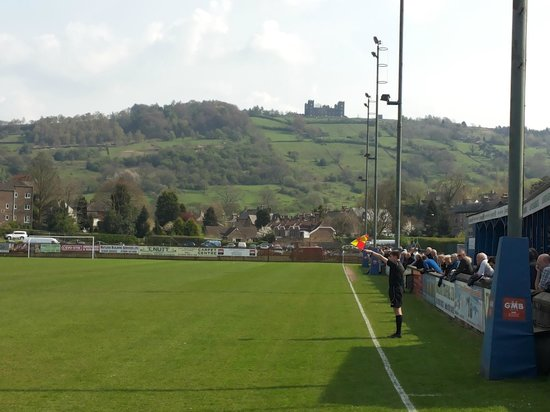 Castle Green B&B: Matlock vs Buxton with Riber Castle in the background