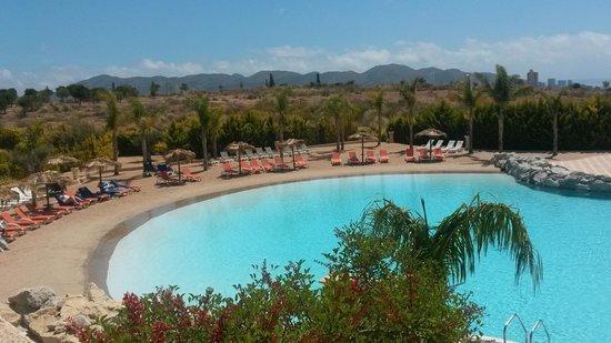 """Meliá Villaitana: piscine de """"sable"""""""