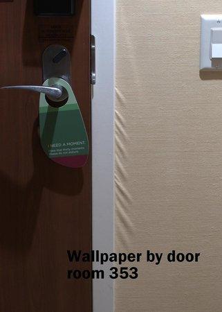 Courtyard Edmonton West : Wallpaper stretch marks Room 535