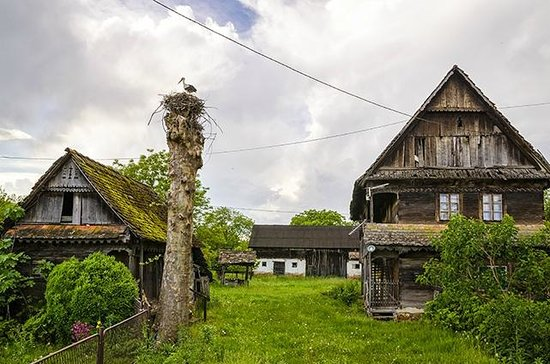 Kutina, Croacia: Wooden houses and stork