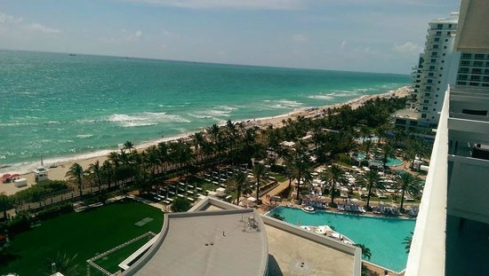 Fontainebleau Miami Beach : Oceanfront balcony view