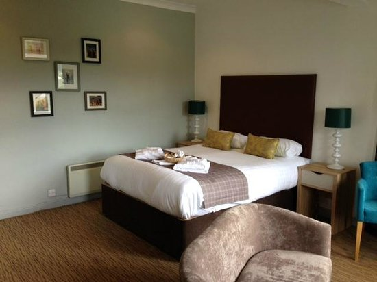 The Derwentwater Hotel: Bedroom 152, a Double Deluxe Lake View Room