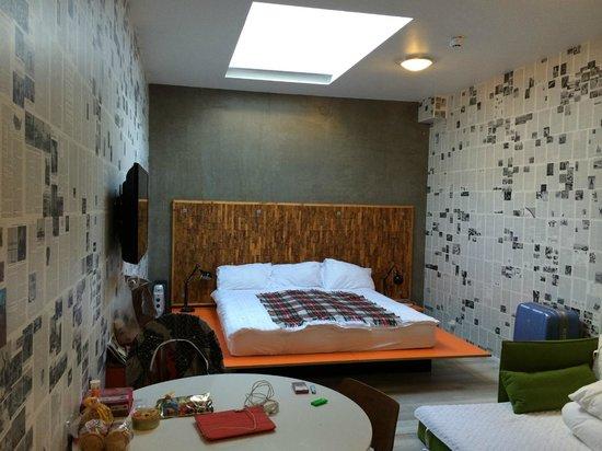 OK Hotel : Этот номер похож на подсобное помещение в кафе