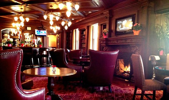 Churchill Lounge