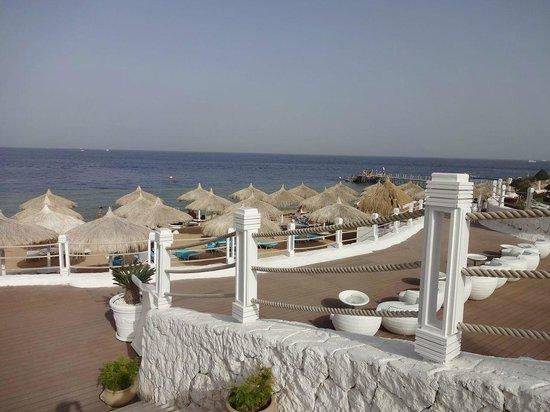 Sunrise Grand Select Arabian Beach Resort: Private Beach