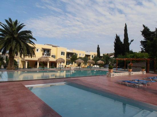 Frosini Gardens: The new pool area