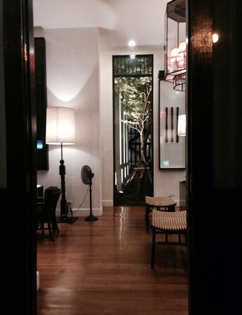 99 The Gallery Hotel: Lobby