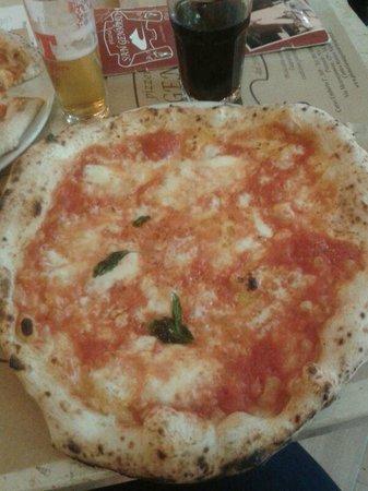 San Gennaro Pizzerie: favolosa pizza