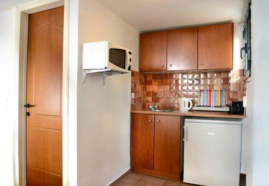 Petra Village Apartments: Kitchen in studios & apartments