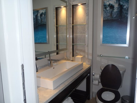 Sandals Negril Beach Resort & Spa: Updated Bathroom
