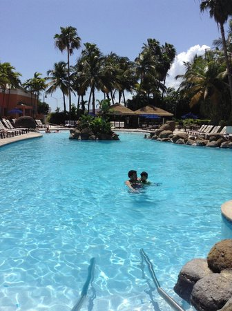 Embassy Suites by Hilton San Juan Hotel & Casino : Pool
