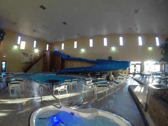 Grand Gateway Hotel: Pool area