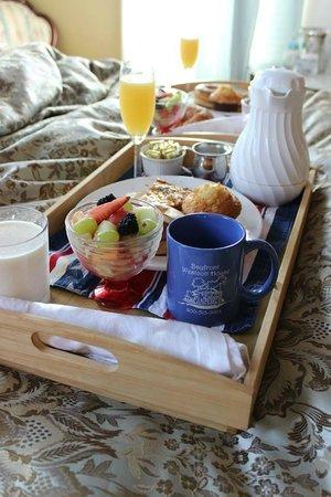 Bayfront Westcott House Bed & Breakfast : Breakfast in Bed!