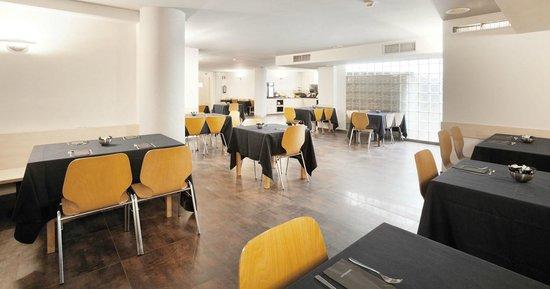 Onix Fira Hotel: Sala de desayunos