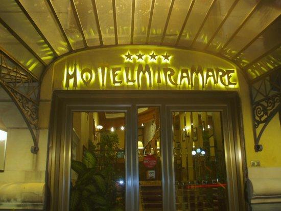 Hotel Miramare: ホテルの玄関