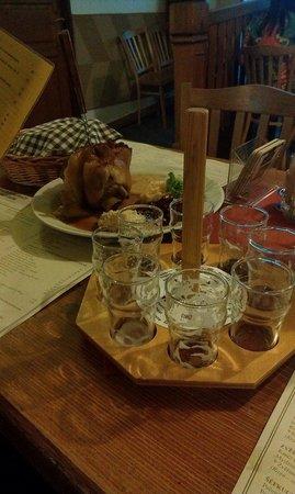 Pivovarsky dum : 9 сортов пива на фоне свиной ноги, к вашему сожалению быстро опустели