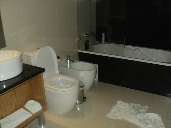Agua Hotels Riverside: Bathroom