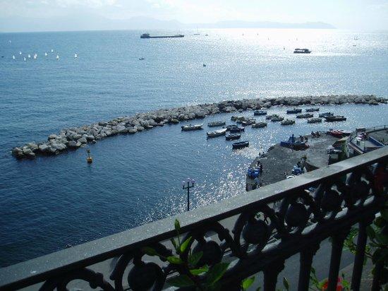 Hotel Miramare: 見下ろせば煌めくサンタ・ルチア湾