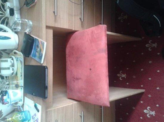 Seton Guest House: Dirty chair