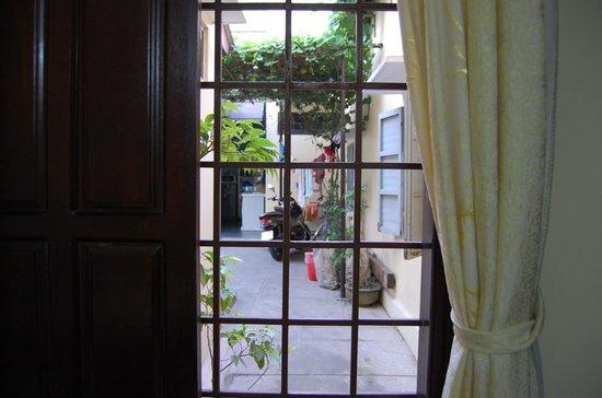 An Hoi Hotel : 部屋の窓