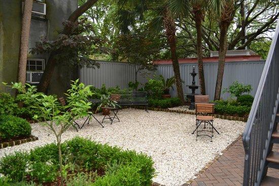 Zero George Street : Courtyard patio