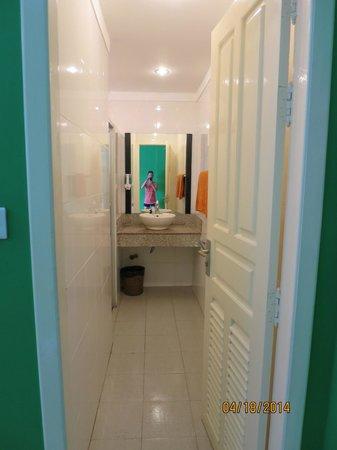 The Siem Reap Hostel: Room 105 Bathroom