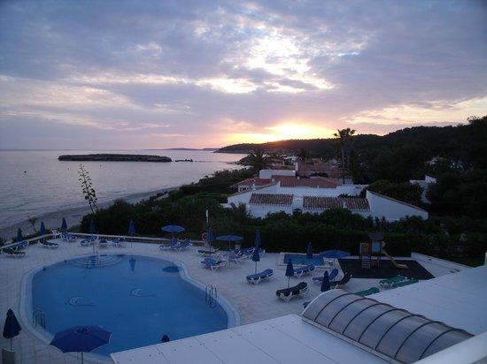 Vistamar Apartments: sunset from room 207
