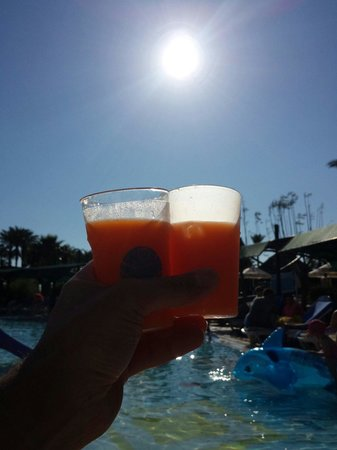 Pegasos World Hotel: Cocktail in the sun