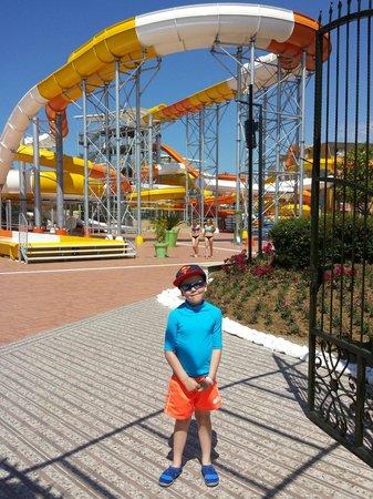 Pegasos World Hotel: Water park all open and brilliant fun