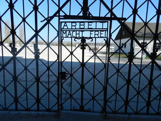 KZ-Gedenkstätte Dachau: ARBEIT MACHT FREI