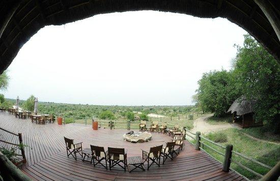 Tarangire River Camp: Vue de la terrasse du restarant .