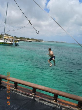 Jolly Pirates Cruises : Off the rope!