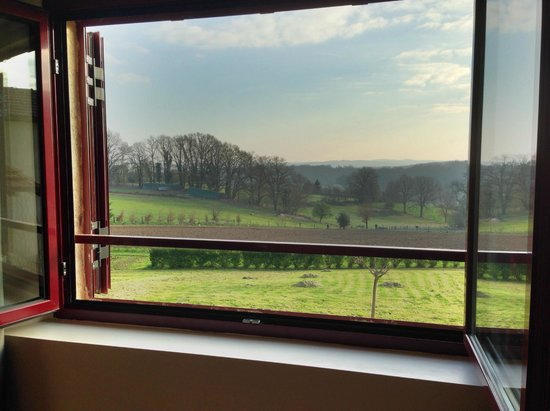 Domaine des Ormeaux: Our room (kitchen/dining area) with a view