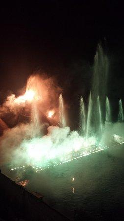 Kapetanios Bay Hotel: Dancing waters