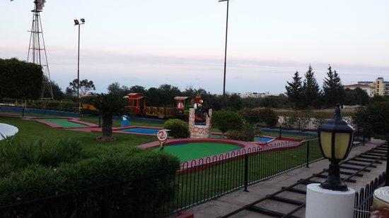 Kapetanios Bay Hotel: Mini golf near by