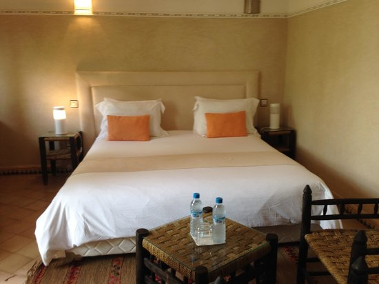 Le jardin d'Abdou: My room with a massive bed