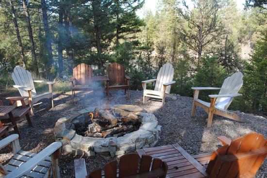 The Resort at Paws Up : The amazing fire pit next to the gorgeous river