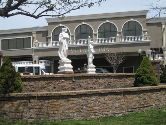 Villa Roma Resort and Conference Center: Hotel Front