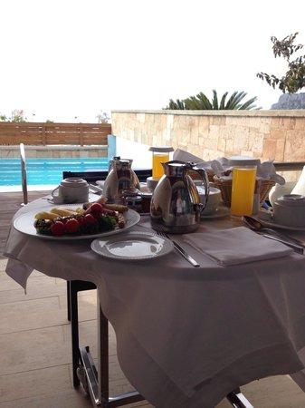 AquaGrand Exclusive Deluxe Resort: Roomservice till frukost