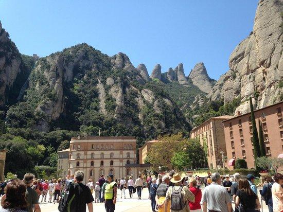 Escolania de Montserrat: 自然とのコントラスト